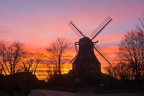 Sonnenuntergang mit Mühle
